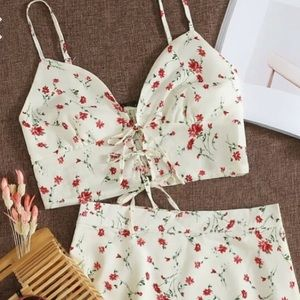 🎉3 for 10   Floral Cropped Tie Up Tank Top